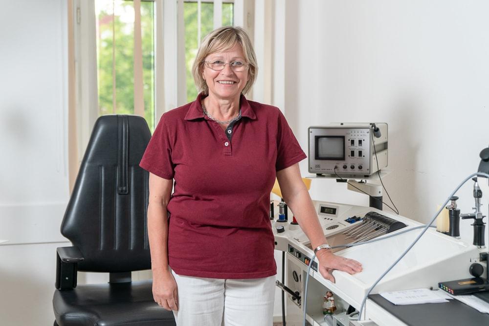 Dr. Sibylle Berndt im HNO-Sprechzimmer
