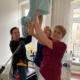 Christiane Kirchner, Lysann Piniak und Ina Jost decken das HNO-Mikroskop ab