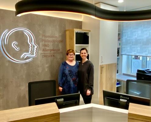 Christiane Kirchner und Dr. Ingeborg Doberenz an neuer Rezeption